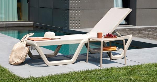 Tumbonas y hamacas para disfrutar del relax en la piscina